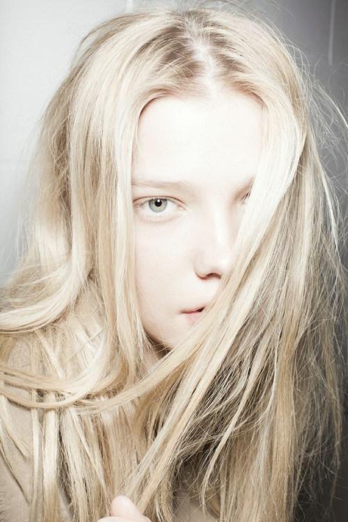 Blond cenusiu deschis